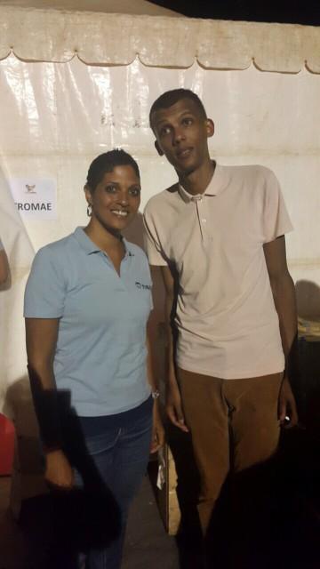 Directora da TIBA Cabo Verde posa ao lado de Stromae